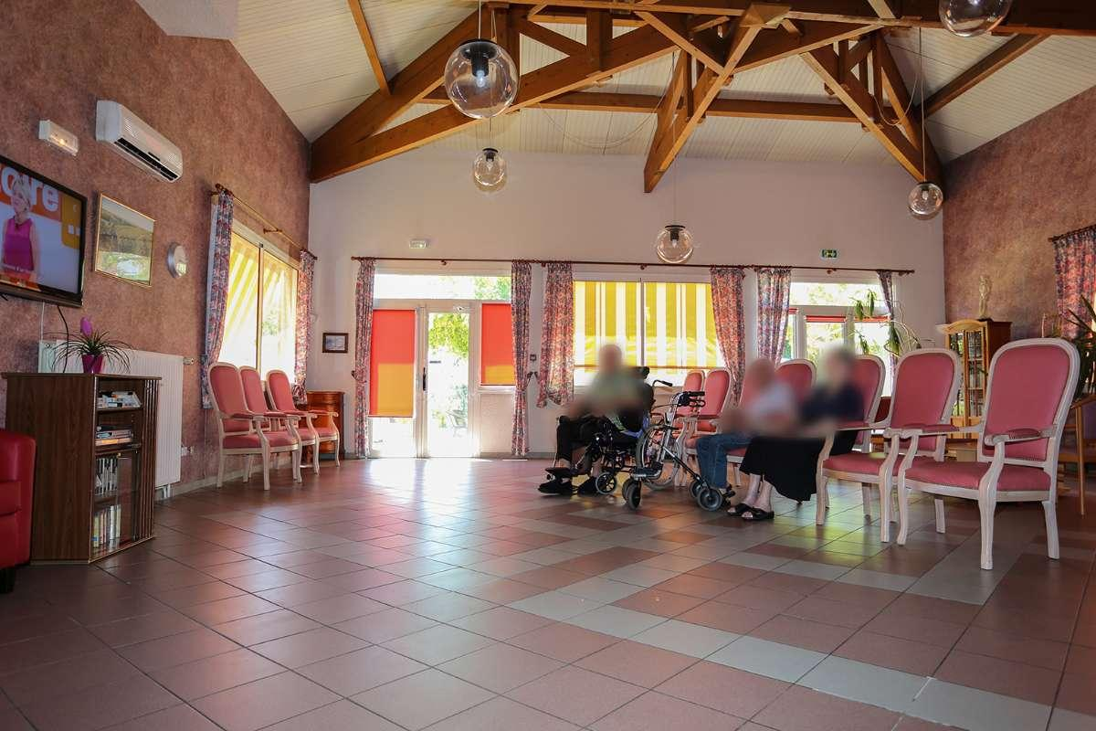 Maison de retraite salon de provence simple maison de for Call girl salon de provence